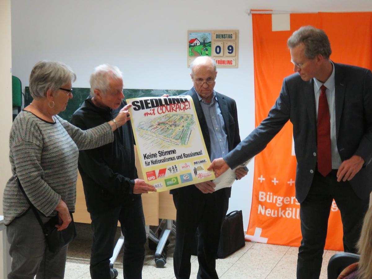 """Übergabe der Förderurkunden im Mai 2019 an die Initiative """"Hufeisern gegen Rechts"""""""