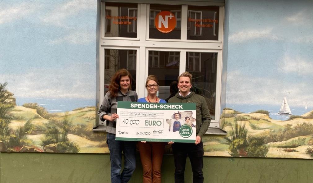 Spendescheck Übergabe der LokalLiebe Spende an das Mentorenprojekt