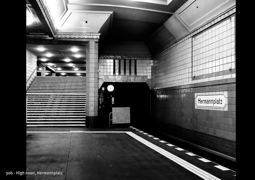 Foto vom Bahnhof Hermannplatz: Zu sehen in der Schaufenster Ausstellung zum N+Fotowettbewerb 2020