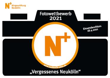 Logo: Eine schwarze Kamera mit orangenem N+ in einem Kreis